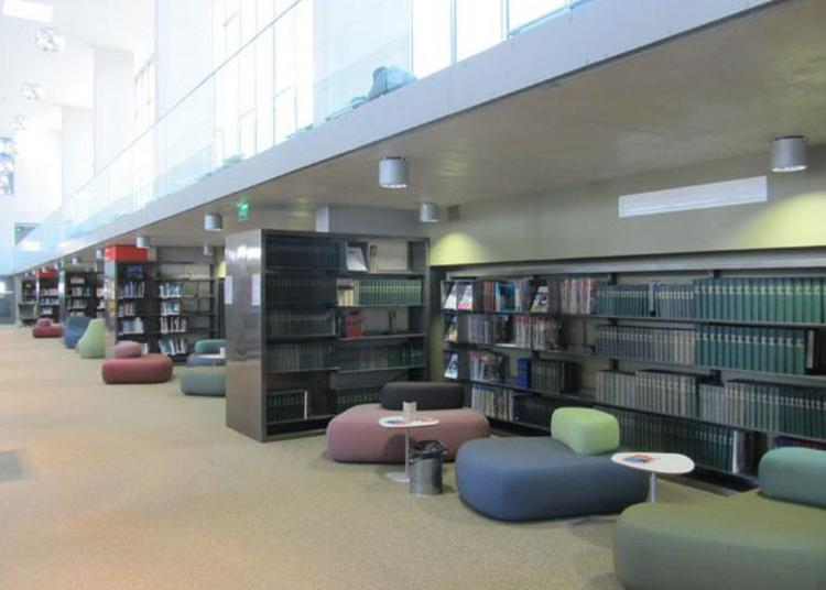 Visite Guidée De La Bibliothèque Universitaire De Versailles