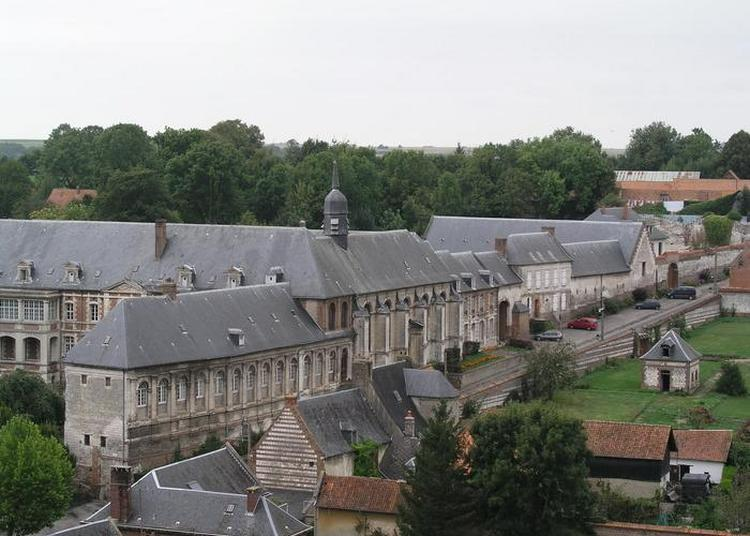 Visite Guidée De La Chapelle, De Son Cloître, De Sa Chambre De Malade Et De Son Apothicairerie. à Saint Riquier