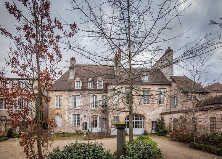 Visite Guidée De La Cour De L'hôtel De Conny. à Moulins