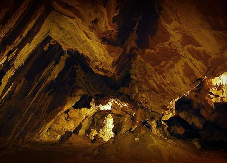 Visite Guidée De La Grotte De La Vache à Alliat