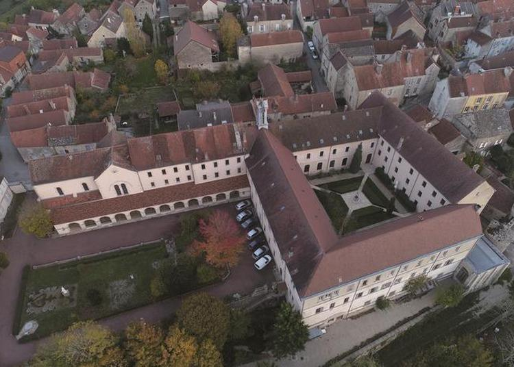 Visite Guidée De La Maison Lacordaire. Visite Libre De La Cour Haute Avec Point De Vue Sur La Vallée De L'ozerain. à Flavigny sur Ozerain