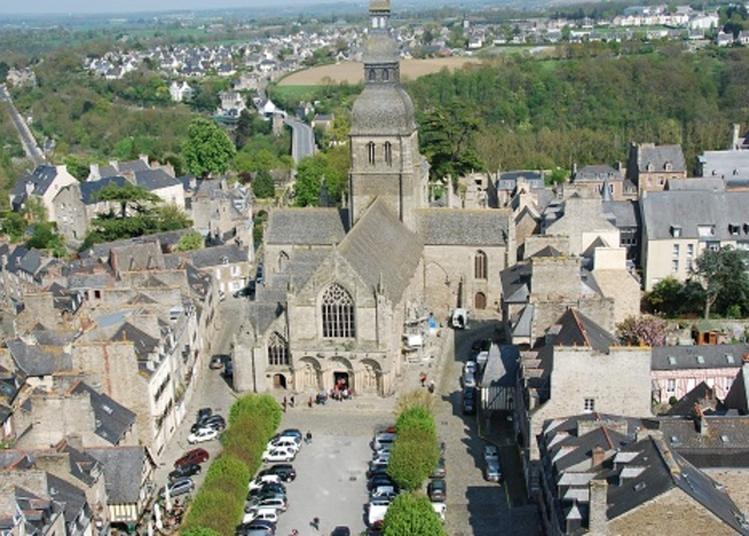 Visite Guidée De La Place Saint-sauveur Et Exposition à Dinan