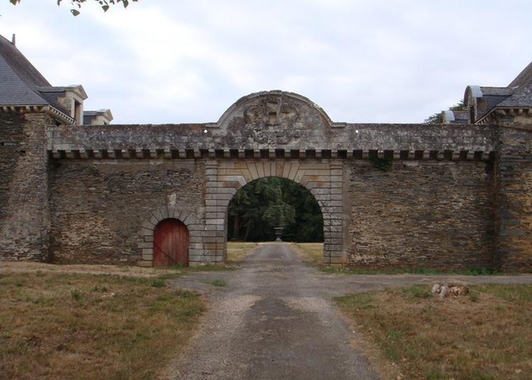 Visite Guidée Des Communs Du Château De La Touche à Nozay