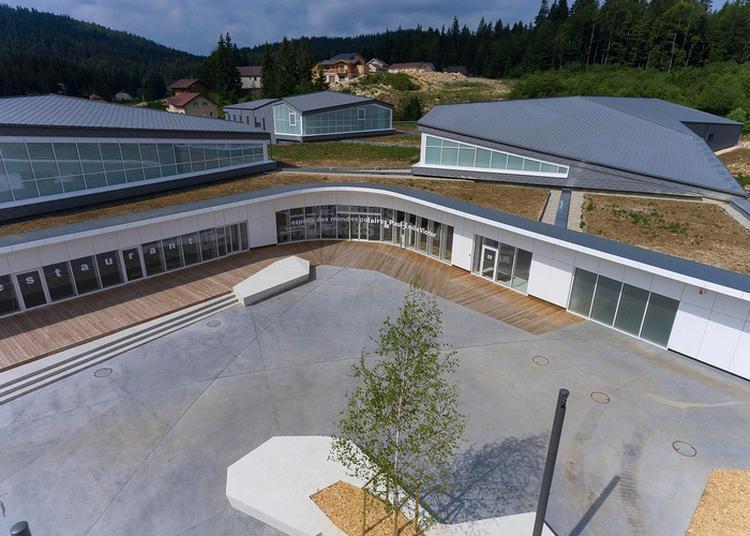 Visite Guidée Du Bâtiment De L'espace Des Mondes Polaires Par Les Architectes à Premanon