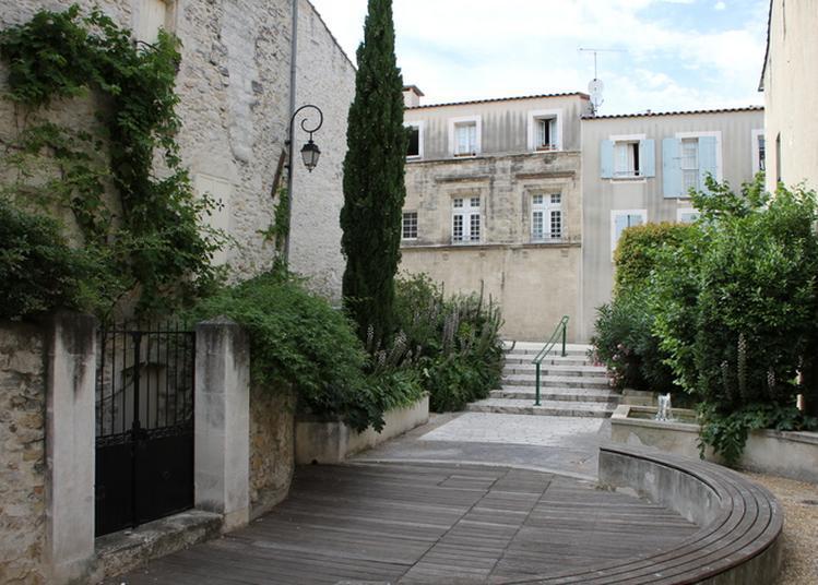 Visite Guidée Du Centre Ancien D'aramon Et Du Parc Et Esplanade Du Château à Aramon