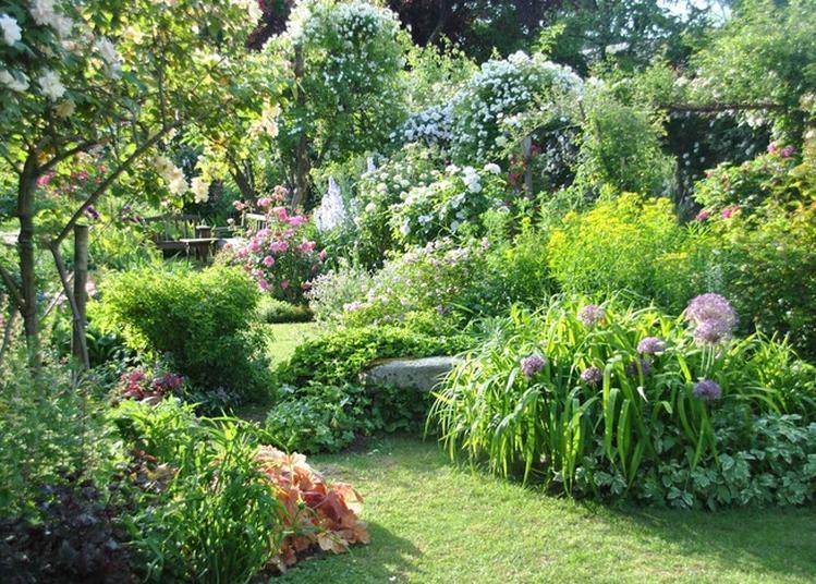 Visite Guidée Par Des Membres De L'association Des Amis D'andré Eve Ayant Bien Connu Le Jardin Du Vivant De Son Créateur à Pithiviers