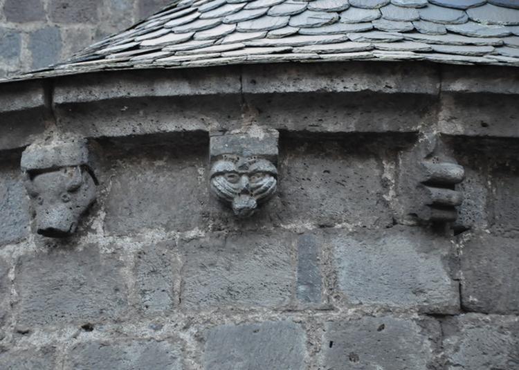 Visite Guidée Sur La Thématique Des Modillons Sculptés Et Présentation Du Métier De Guide-conférencier. à Allanche