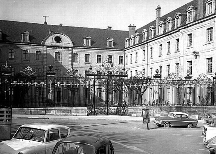 Visite Historique Du Lycée Bonaparte à Autun