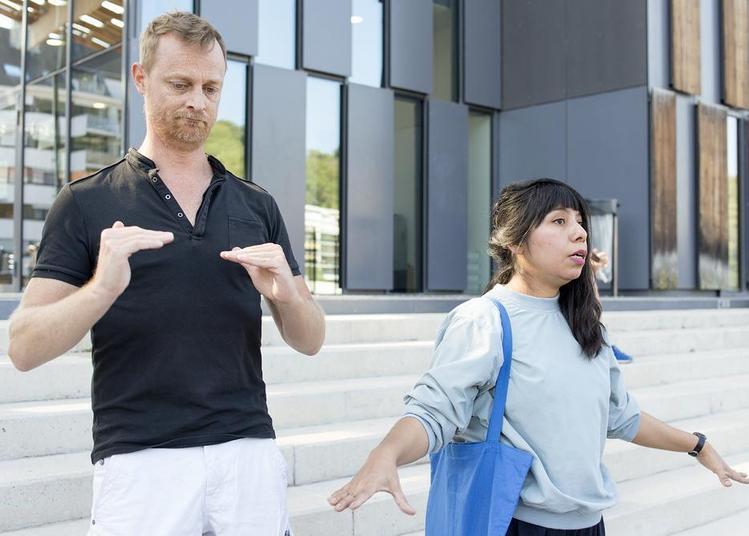 Visite inclusive transcrite en langue des signes française à Besancon