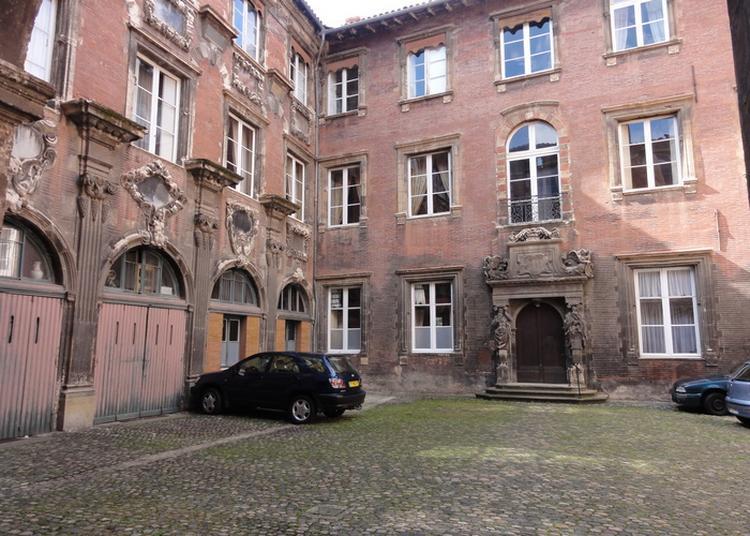 Visite Libre De La Cour D'honneur à Toulouse