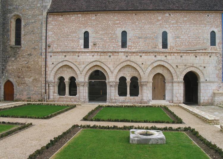 Visites Commentées Et Découverte Du Site Abbatial à Saint Benoit