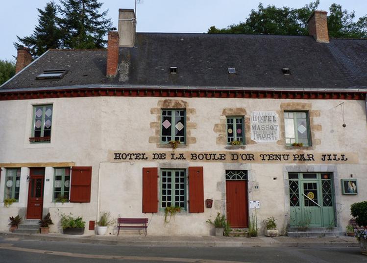 Viste De L'hôtel De La Boule D'or à Saint Jean sur Erve