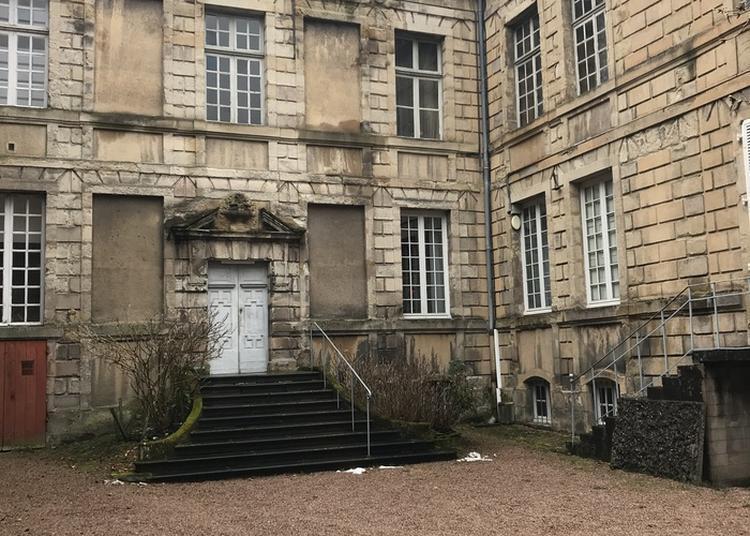 Vue De Cour Et Façades Classées De L'hôtel De Morey à Autun